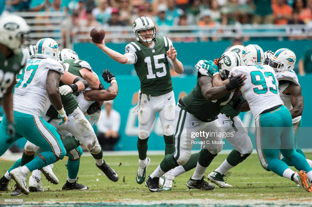 Quarterback Josh McCown #15 of the New York Jets passes during a NFL game against the Miami Dolphins at Hard Rock Stadium on October 22, 2017 in Miami Gardens, Florida.