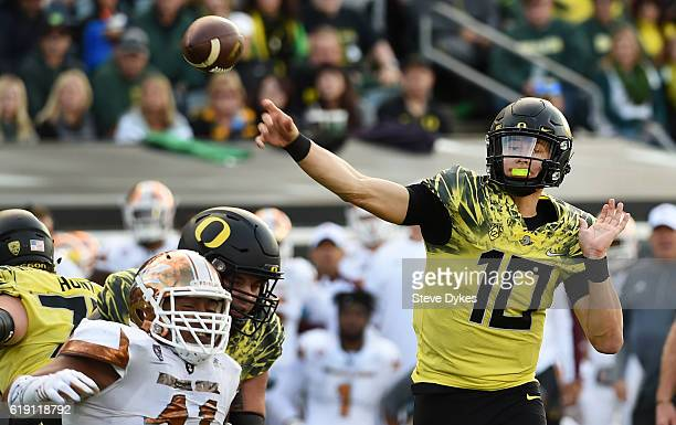 Quarterback Justin Herbert of the Oregon Ducks passes the ball during the third quarter of the game against the Arizona State Sun Devils at Autzen...