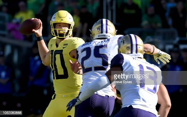 Quarterback Justin Herbert of the Oregon Ducks passes the ball in the first half of the game at Autzen Stadium on October 13 2018 in Eugene Oregon...