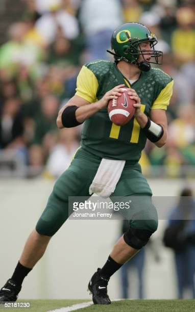 Quarterback Kellen Clemens of the Oregon Ducks looks to pass against the Idaho Vandals during the game on September 25 2004 at Autzen Stadium in...