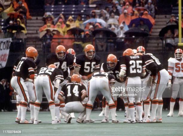 Quarterback Ken Anderson of the Cincinnati Bengals huddles with the offense including tight end Jim Corbett running backs Deacon Turner Pete Johnson...