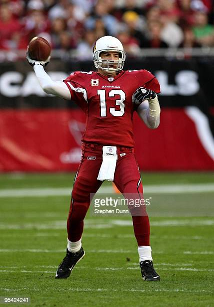 Quarterback Kurt Warner of the Arizona Cardinals throws a pass against the St. Louis Rams on December 27, 2009 at University of Phoenix Stadium in...