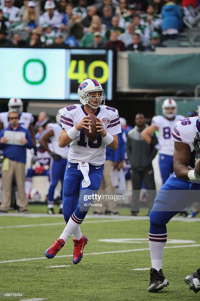 buy online 337f8 7774e Quarterback Kyle Orton of the Buffalo Bills passes the ball ...