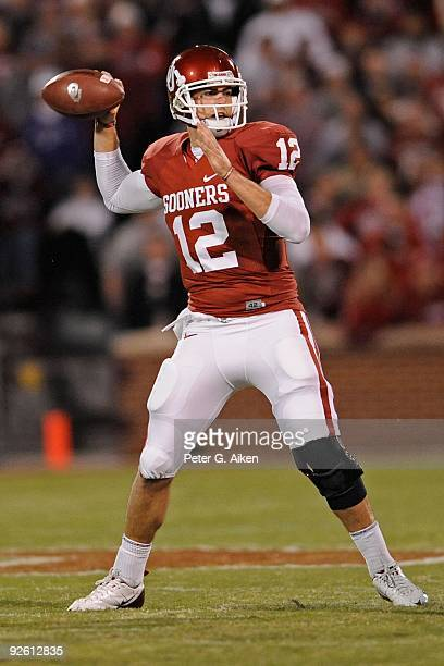 31 Quarterback Landry Jones of the Oklahoma Sooners gets ready to throw the ball down field against the Kansas State Wildcats in the first half on...