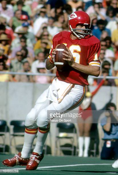 Quarterback Len Dawson of the Kansas City Chiefs drops back to pass during an NFL football game circa 1973 at Arrowhead Stadium in Kansas City...