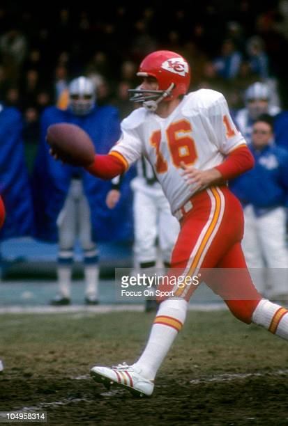 Quarterback Len Dawson of the Kansas City Chiefs runs with the ball during an NFL football game circa 1972 Dawson played for the Chiefs from 196375