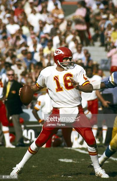 Quarterback Len Dawson of the Kansas City Chiefs sets up to pass in a 2014 win over the San Diego Chargers on October 29 1972 in San Diego California