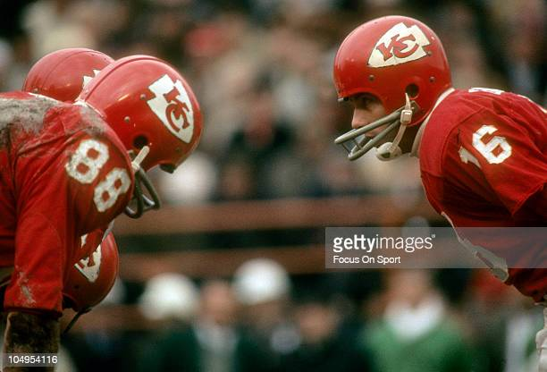 Quarterback Len Dawson of the Kansas City Chiefs stands in the huddle against the New York Jets during an NFL football game circa 1968 at Municipal...