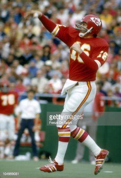 Quarterback Len Dawson of the Kansas City Chiefs throws a ...
