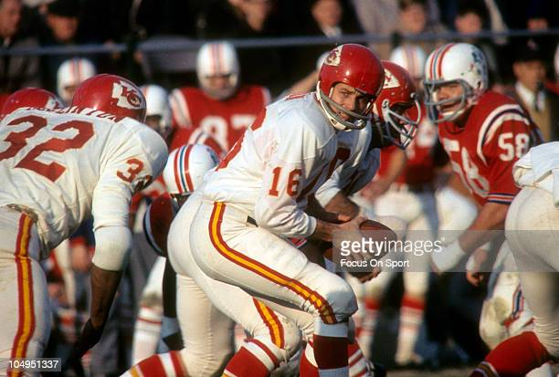 Quarterback Len Dawson of the Kansas City Chiefs turns to hand the ball off to running back Curtis McClinton against the Boston Patriots during an...