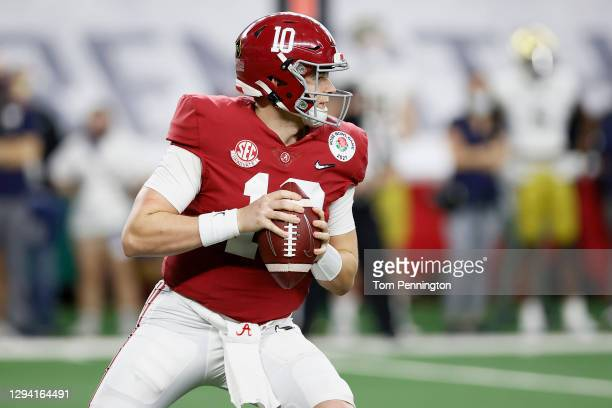 Quarterback Mac Jones of the Alabama Crimson Tide looks for an open receiver against the Notre Dame Fighting Irish during the third quarter of the...