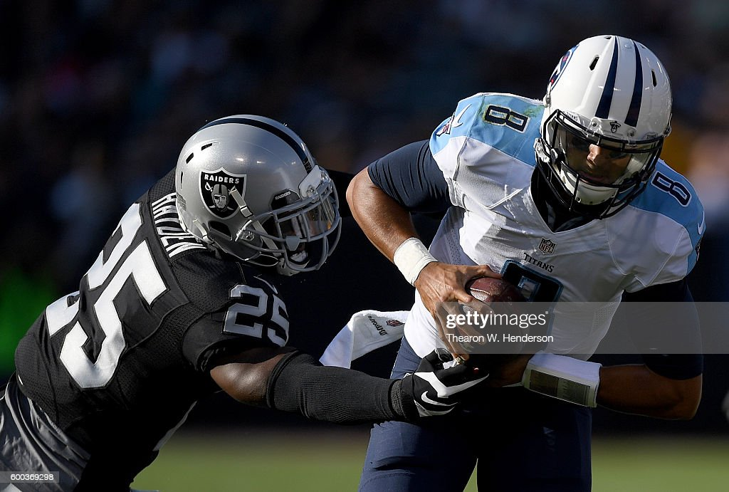 Tennessee Titans v Oakland Raiders : News Photo