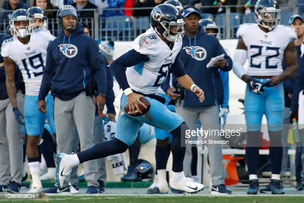 Quarterback Marcus Mariota of the Tennessee Titans rushes against the Washington Redskins at Nissan Stadium on December 22 2018 in Nashville Tennessee