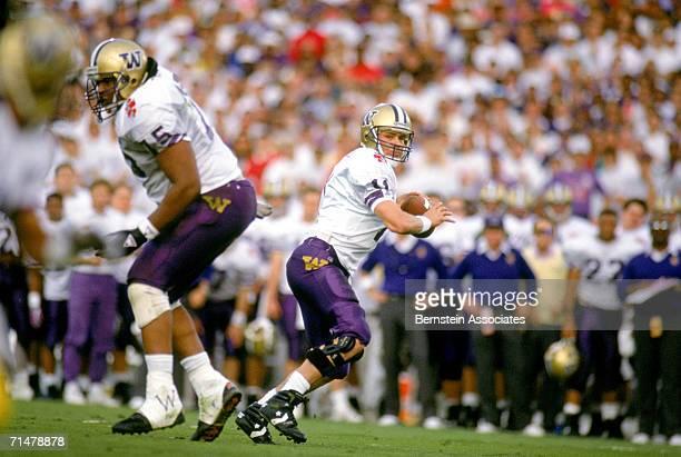 1349e7fb2 Quarterback Mark Brunell of the Washington Huskies drops back to pass during  the 1992 Rose Bowl