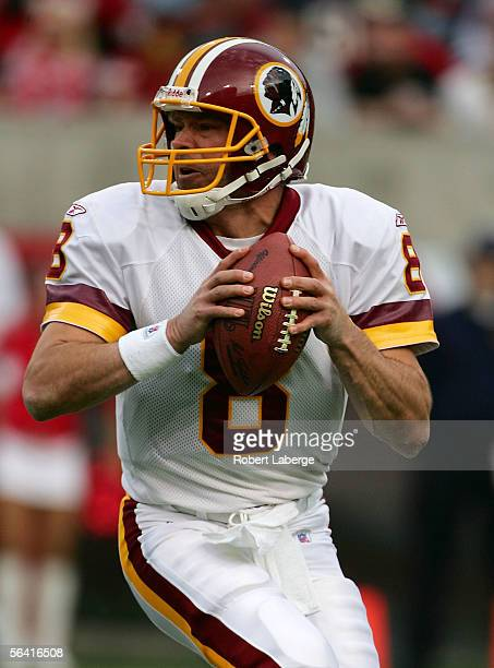 Quarterback Mark Brunell of the Washington Redskins looks to pass in the second half of the game against the Arizona Cardinals at Sun Devil Stadium...