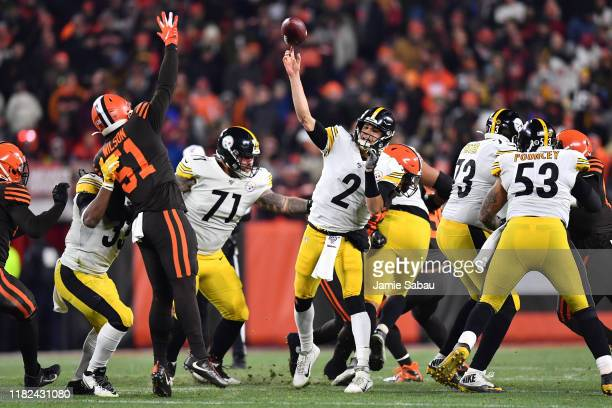 Quarterback Mason Rudolph of the Pittsburgh Steelers passes over the defense of Mack Wilson of the Cleveland Browns in the fourth quarter at...