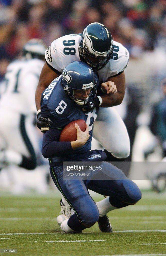 Hasselbeck sacked : News Photo