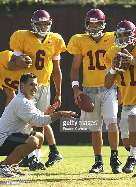 Quarterback Matt Leinart 2004 Heisman Trophy winner is observed by assistant head coach Steve Sarkisian and back ups Mark Sanchez and John David...