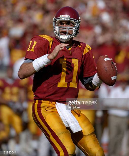 USC quarterback Matt Leinart drops back to pass during 2317 victory over Cal at the Los Angeles Memorial Colsieum in Pac10 Conference football game...