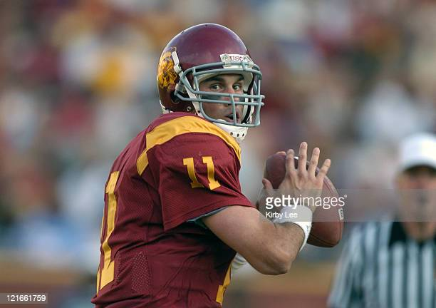 Quarterback Matt Leinart drops back to pass during the second quarter of 38-0 victory over Washington in Pacific-10 Conference football game at the...