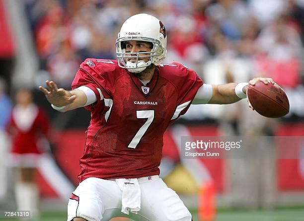 Quarterback Matt Leinart of the Arizona Cardinals throws a pass against the Denver Broncos on December 17 2006 at University of Phoenix Stadium in...