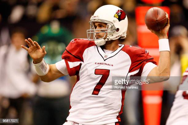 Quarterback Matt Leinart of the Arizona Cardinals throws a pass against the New Orleans Saints during the NFC Divisional Playoff Game at Louisana...