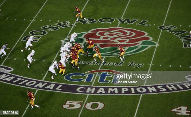 Quarterback Matt Leinart of the USC Trojans drops back to pass against Texas Longhorns defense in the first quarter during the BCS National...