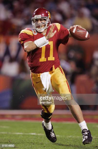 Quarterback Matt Leinart of the USC Trojans looks to throw a pass against the Oklahoma Sooners defense in the third quarter during the FedEx Orange...