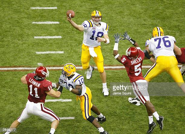 Quarterback Matt Mauck of LSU throws a pass against the Oklahoma defense in the first quarter during the National Championship Nokia Sugar Bowl on...