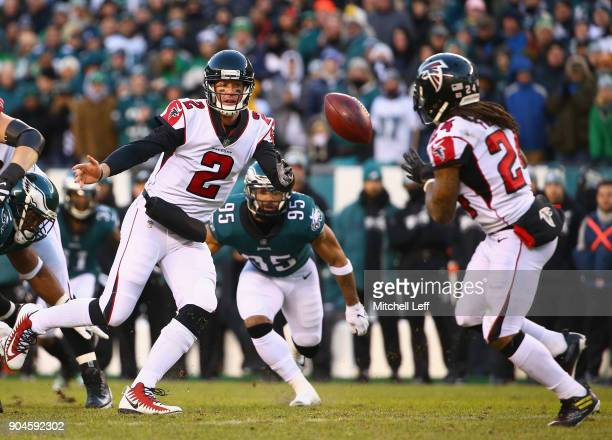 Quarterback Matt Ryan of the Atlanta Falcons pitches the ball to running back Devonta Freeman against the Philadelphia Eagles in the first quarter of...
