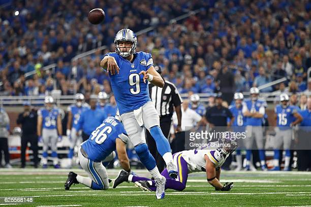 Quarterback Matthew Stafford of the Detroit Lions passes the ball to Anquan Boldin for a first quarter touchdown against the Minnesota Vikings at...