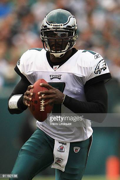 Quarterback Michael Vick of the Philadelphia Eagles runs the ball against the Kansas City Chiefs during their game on September 27, 2009 at Lincoln...