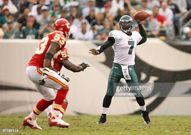 Quarterback Michael Vick of the Philadelphia Eagles throws a pass during a game against the Kansas City Chiefs on September 27, 2009 at Lincoln...