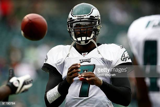 Quarterback Michael Vick of the Philadelphia Eagles warms up before taking on the Kansas City Chiefs during their game on September 27, 2009 at...