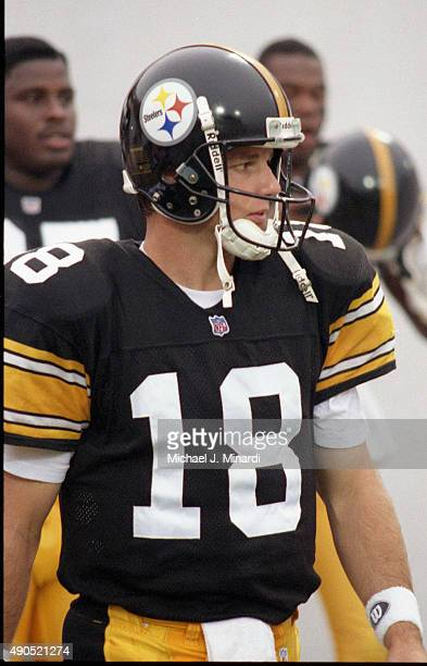 Quarterback Mike Tomczak of the Pittsburgh Steelers comes onto the field at Tampa Stadium for a NFL game against the Tampa Bay Buccaneers on August...