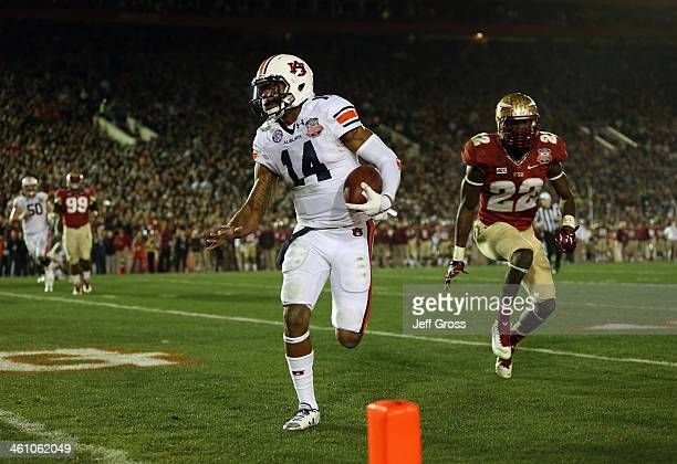 Quarterback Nick Marshall of the Auburn Tigers runs for a four-yard touchdown in the 2014 Vizio BCS National Championship Game against the Florida...