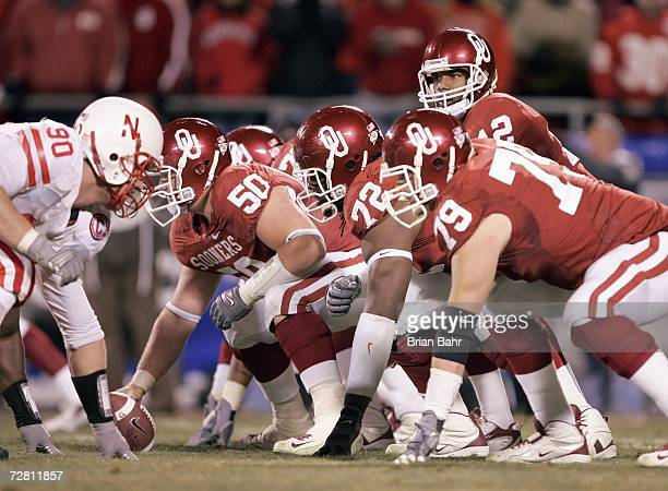 Quarterback Paul Thompson of the Oklahoma Sooners calls the audible against the Nebraska Cornhuskers during the 2006 Dr Pepper Big 12 Championship on...
