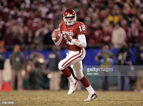 Quarterback Paul Thompson of the Oklahoma Sooners looks to pass downfield against the Nebraska Cornhuskers during the 2006 Dr Pepper Big 12...