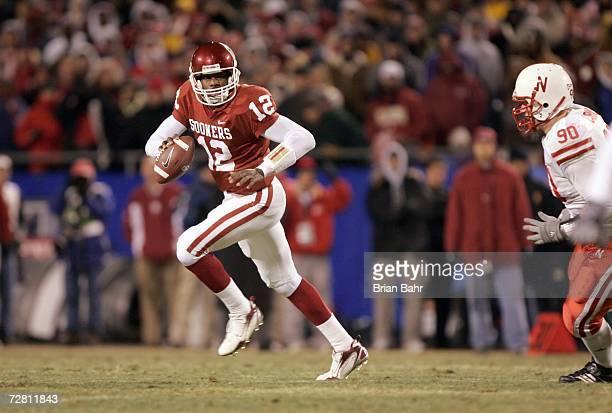 Quarterback Paul Thompson of the Oklahoma Sooners runs the ball against the Nebraska Cornhuskers during the 2006 Dr Pepper Big 12 Championship on...