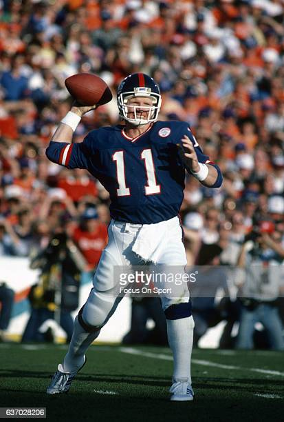 Quarterback Phil Simms of the New York Giants drops back to pass against the Denver Broncos during Super Bowl XXI on January 26 1987 at the Rose Bowl...
