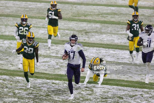 Quarterback Ryan Tannehill of the Tennessee Titans runs for a touchdown against the Green Bay Packers during the third quarter at Lambeau Field on...