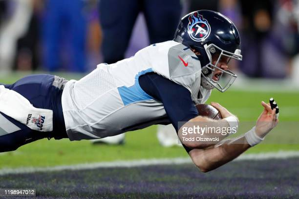 Quarterback Ryan Tannehill of the Tennessee Titans rushes for a touchdown in the third quarter of the AFC Divisional Playoff game against the...