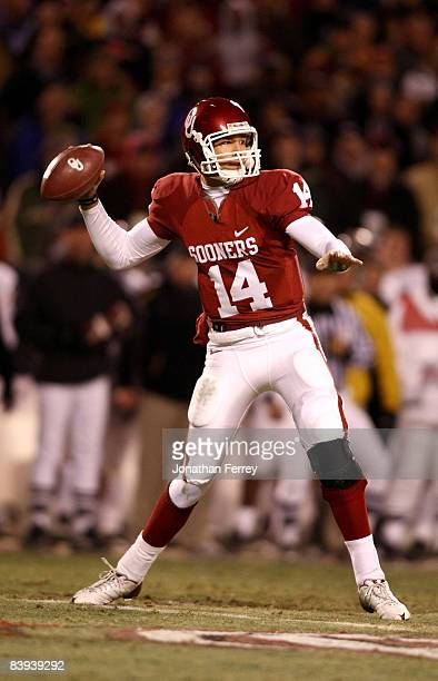 Quarterback Sam Bradford of the Oklahoma Sooners looks to throw the ball against the Missouri Tigers at Arrowhead Stadium on December 6 2008 in...