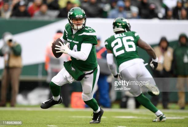 Quarterback Sam Darnold of the New York Jets carries the ball during the first half of the game against the Oakland Raiders at MetLife Stadium on...