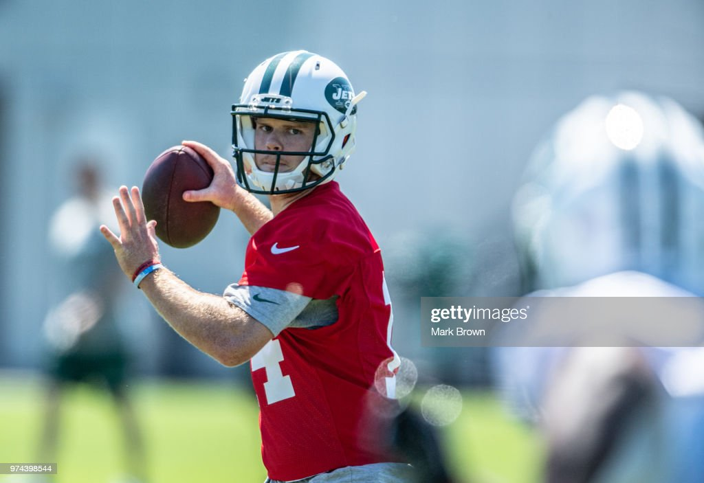 Quarterback Sam Darnold #14 of the New York Jets participates in drills during the final day of Jets mandatory minicamp on June 14, 2018 at The Atlantic Health Jets Training Center in Florham Park, New Jersey.