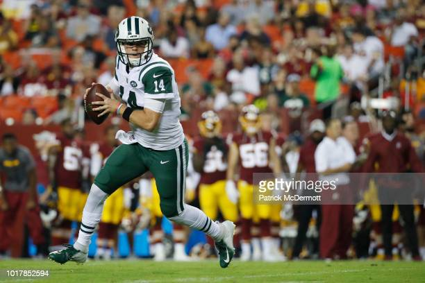 Quarterback Sam Darnold of the New York Jets scrambles with the ball in the first quarter of a preseason game against the Washington Redskins at...