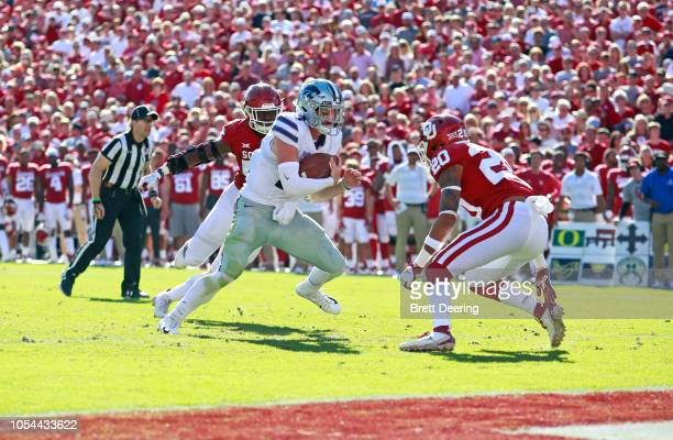 Quarterback Skylar Thompson of the Kansas State Wildcats looks to score in front of safety Robert Barnes of the Oklahoma Sooners at Gaylord Family...
