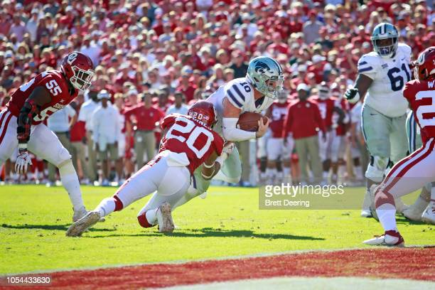 Quarterback Skylar Thompson of the Kansas State Wildcats stretches to score as safety Robert Barnes of the Oklahoma Sooners defends at Gaylord Family...