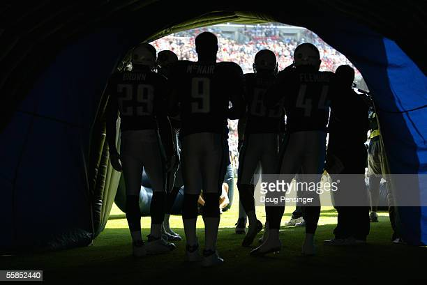Quarterback Steve McNair of the Tennessee Titans stands with his teammates before the game against the Indianapolis Colts at The Coliseum on October...