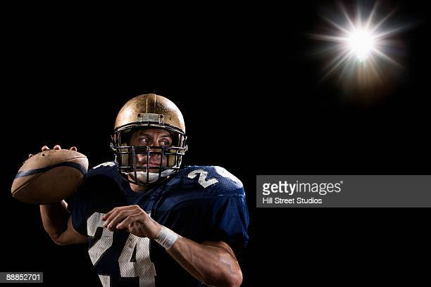 quarterback throwing football - quarterback stock-fotos und bilder